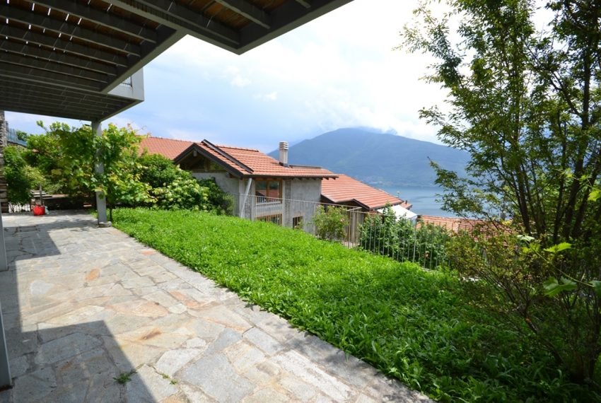 Lake Como apartment in residence with pool. Private parking, garden and lake view (13)