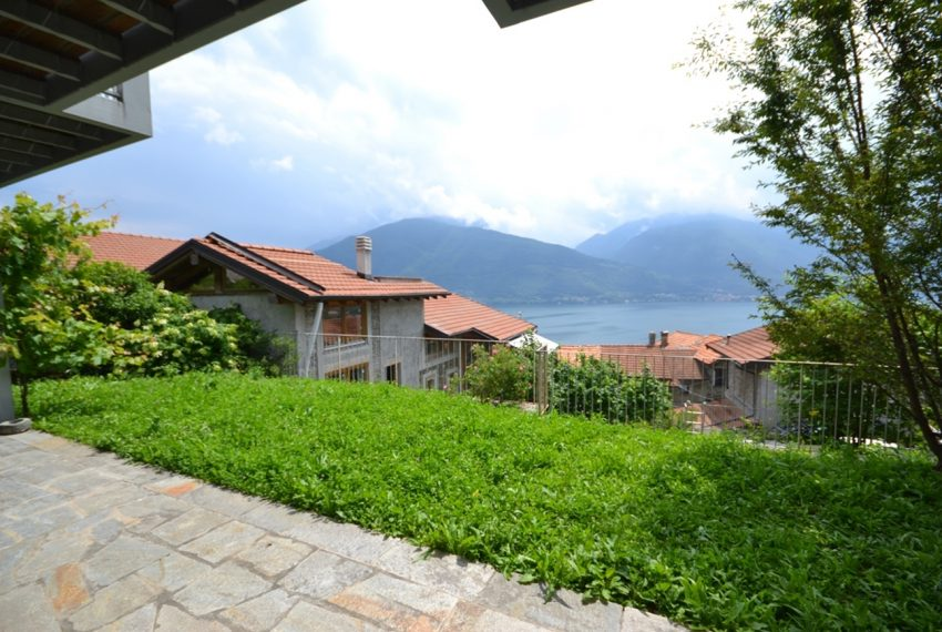 Lake Como apartment in residence with pool. Private parking, garden and lake view (14)