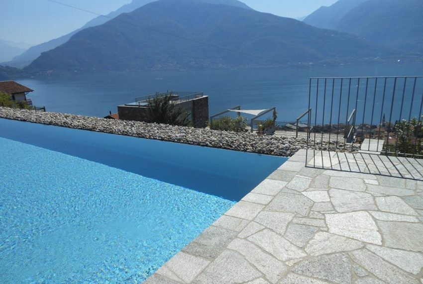 Lake Como apartment in residence with pool. Private parking, garden and lake view (5)