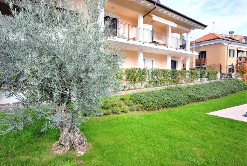 Lenno apartment in residence with poll and parking space. Close to all amenities (12)