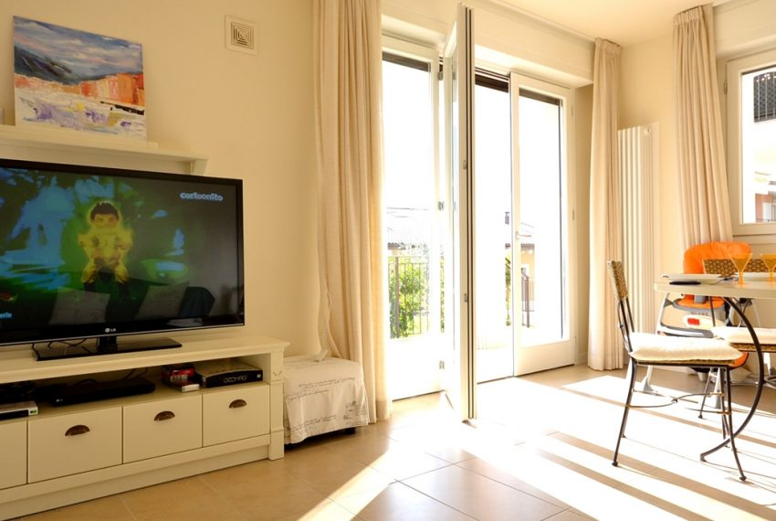 Lenno apartment in residence with poll and parking space. Close to all amenities (18)
