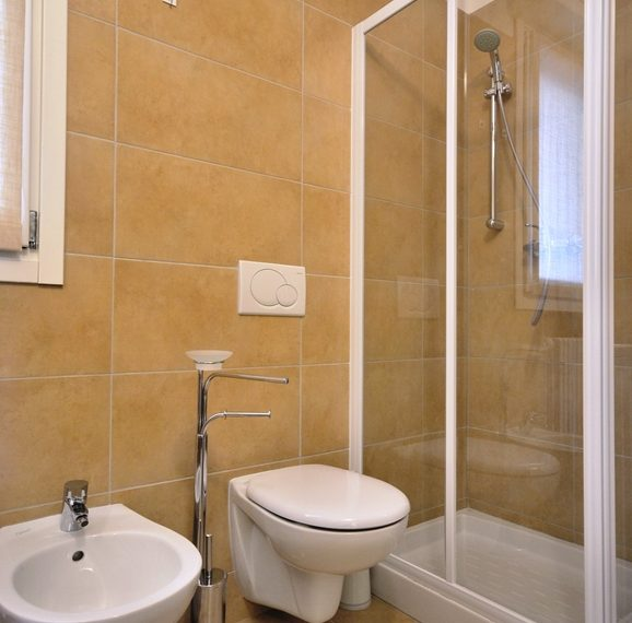 Lenno apartment in residence with poll and parking space. Close to all amenities (8)