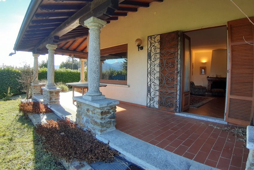 Menaggio detached villa with garden and garage (12)