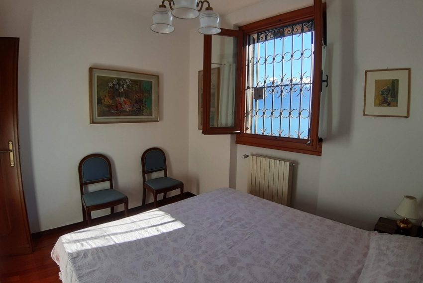 Menaggio detached villa with garden and garage (15)