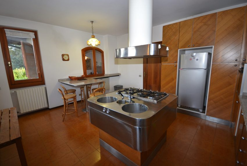 Menaggio detached villa with garden and garage (22)