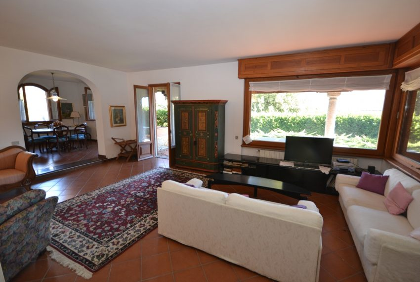Menaggio detached villa with garden and garage (23)