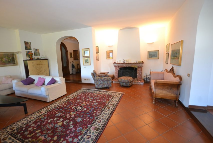 Menaggio detached villa with garden and garage (4)