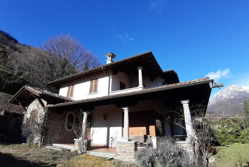Menaggio detached villa with garden and garage (9)