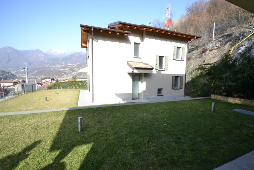 Carlazzo villa with garden, large garage and newly furnished (13)