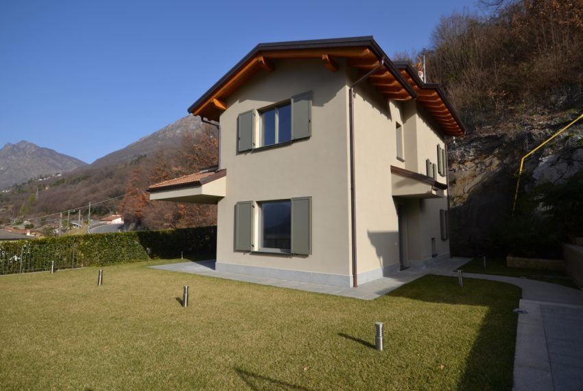 Carlazzo villa with garden, large garage and newly furnished (14)