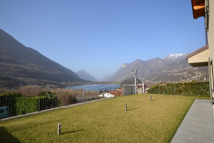 Carlazzo villa with garden, large garage and newly furnished (15)