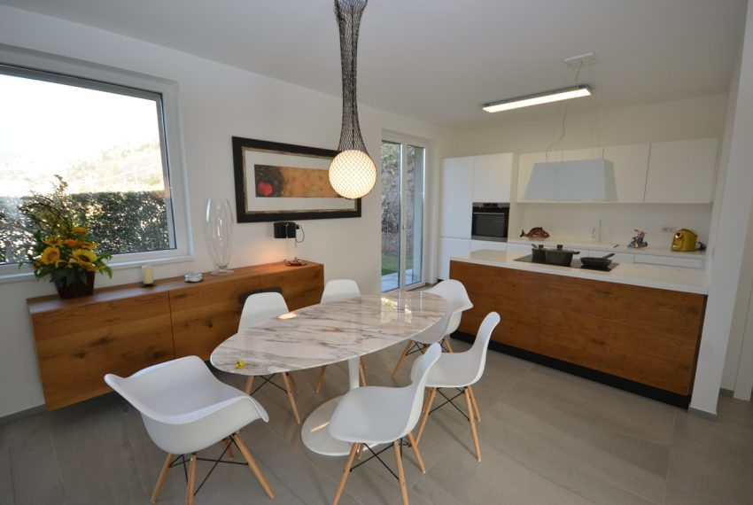 Carlazzo villa with garden, large garage and newly furnished (17)