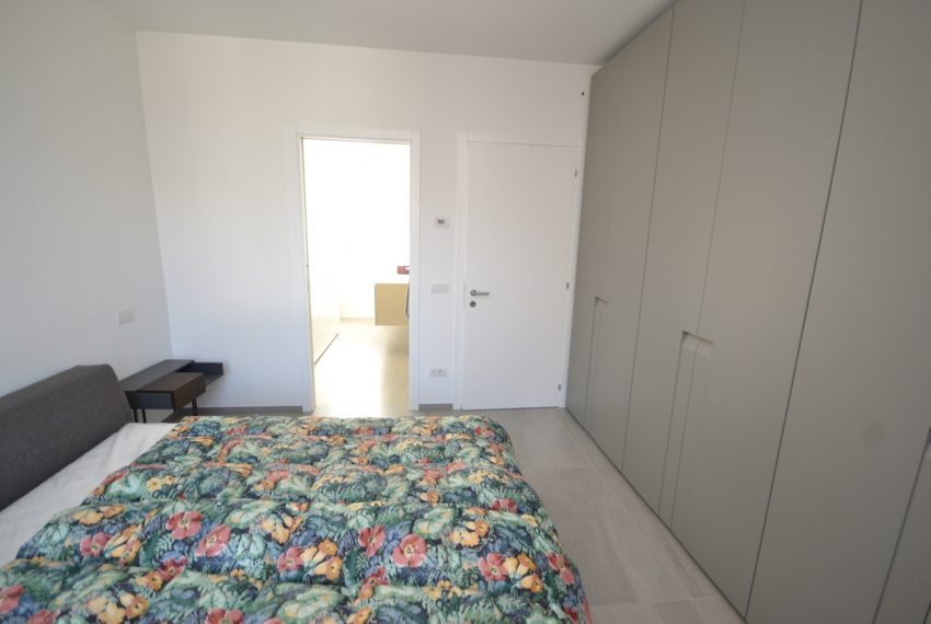 Carlazzo villa with garden, large garage and newly furnished (8)