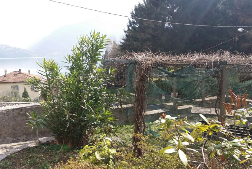 Lake Como Musso detached villa with garden and lake view (8)