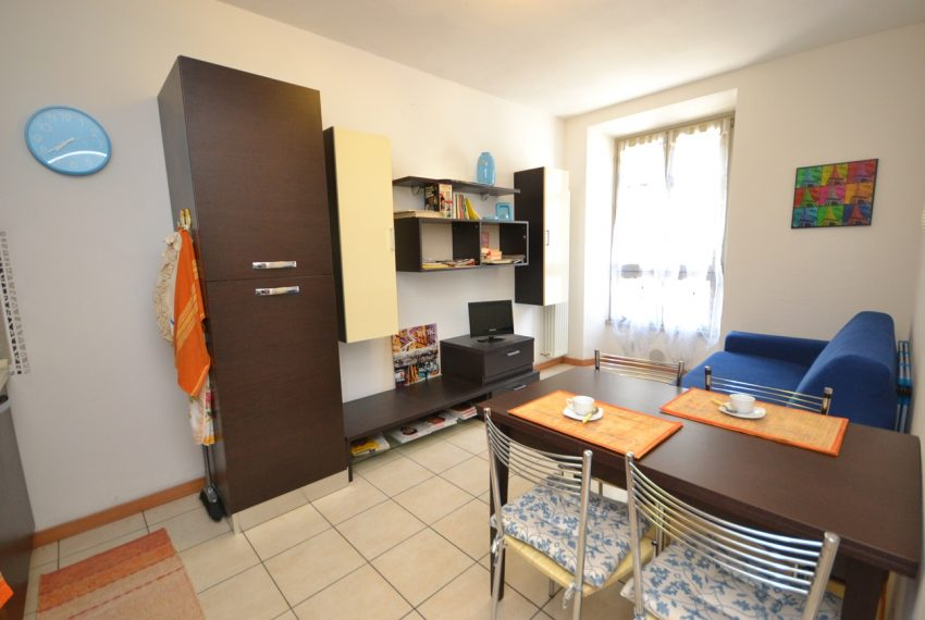 Menaggio apartment in the town centre in period building in lake front position. Lake Como properties (8)