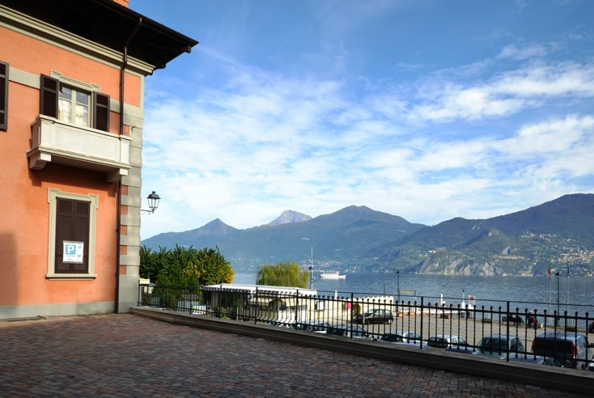 Menaggio apartment in the town centre in period building in lake front position. Lake Como properties (9)
