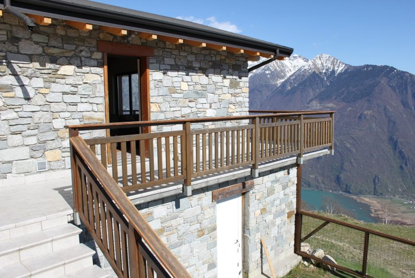 Sorico stone house with land and view (1)