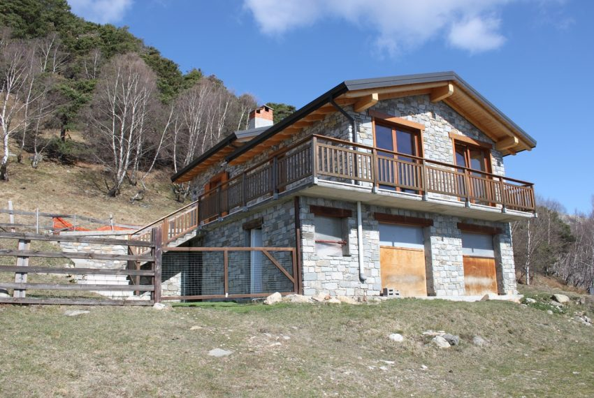 Sorico stone house with land and view (10)
