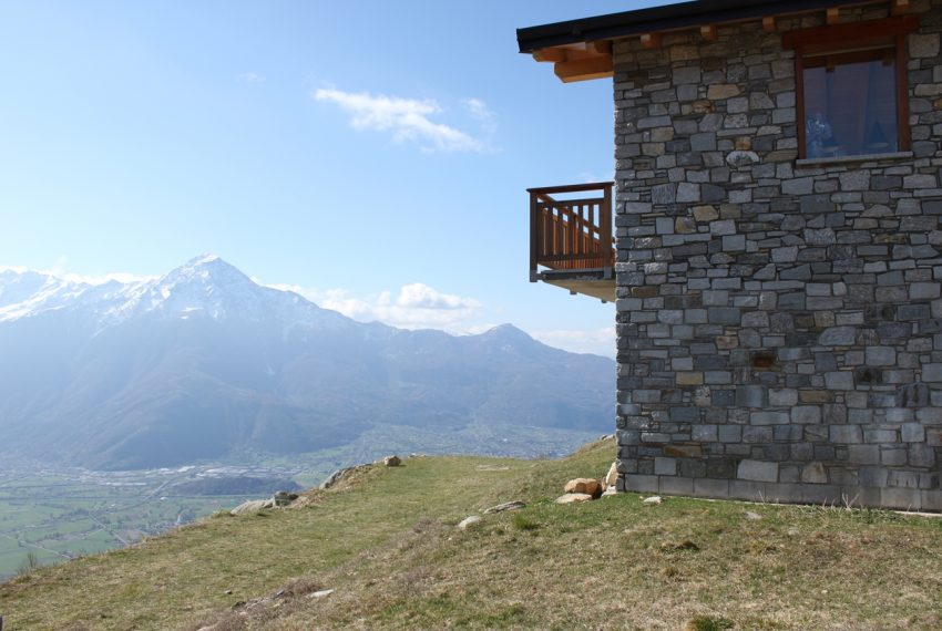 Sorico stone house with land and view (12)