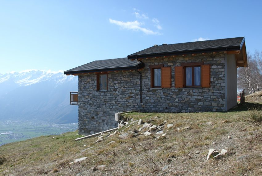 Sorico stone house with land and view (13)