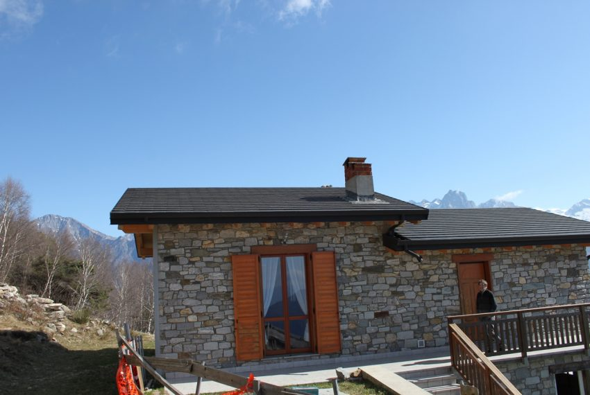 Sorico stone house with land and view (17)