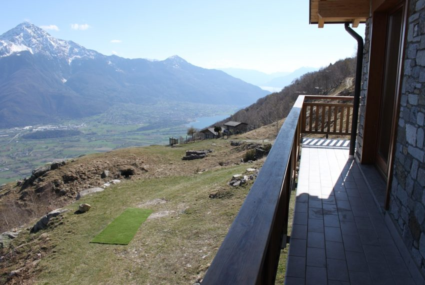 Sorico stone house with land and view (19)