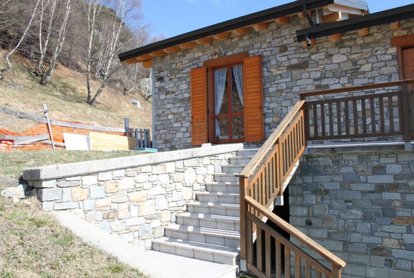 Sorico stone house with land and view (9)